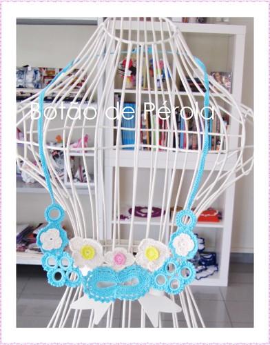 Colar crochet azul
